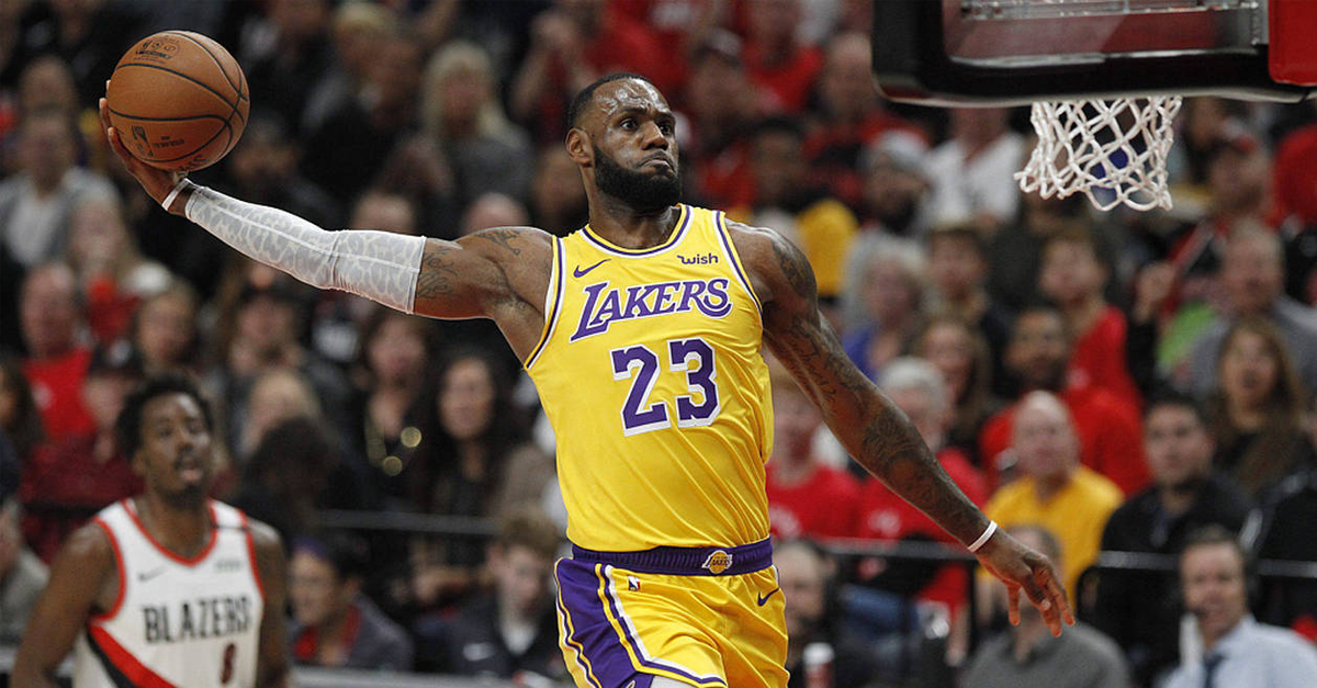 ee8c7a52b45 LeBron James a dépassé Michael Jordan au classement des meilleurs marqueurs  de l histoire de la NBA